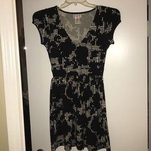 Dresses & Skirts - LIKE NEW! BEAUTIFUL mid length dress size small